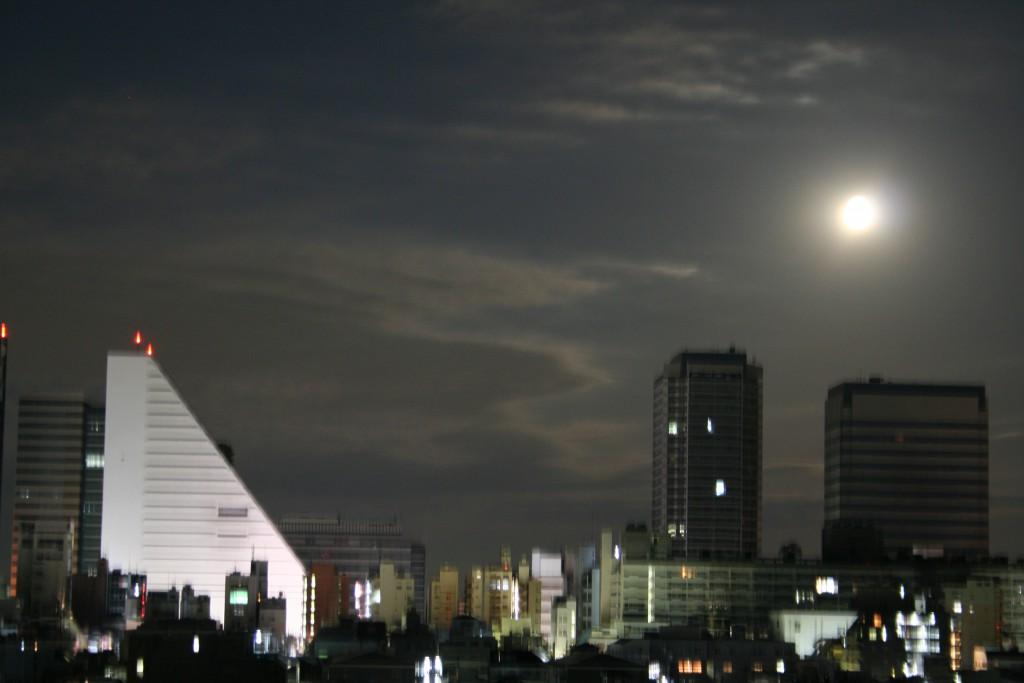 月とサンプラザ